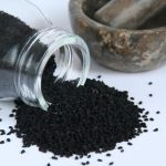 Zwarte komijnzaadolie, de oplossing voor je huidklachten?